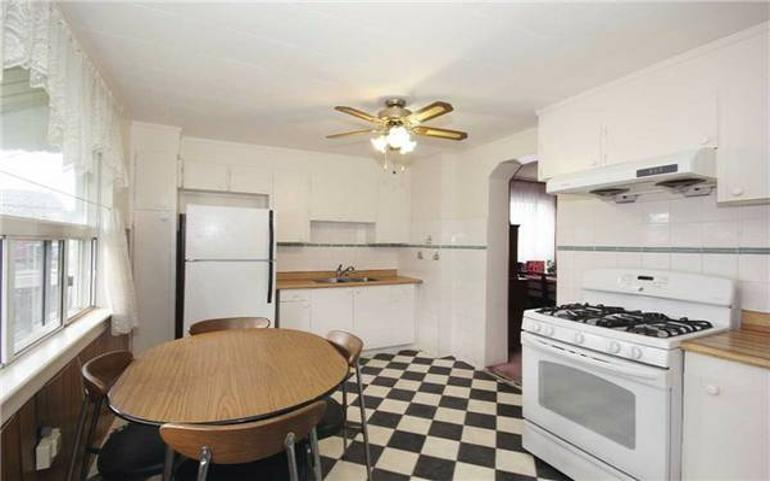 Well Maintained Home Conveniently Close To Schools & Shopping